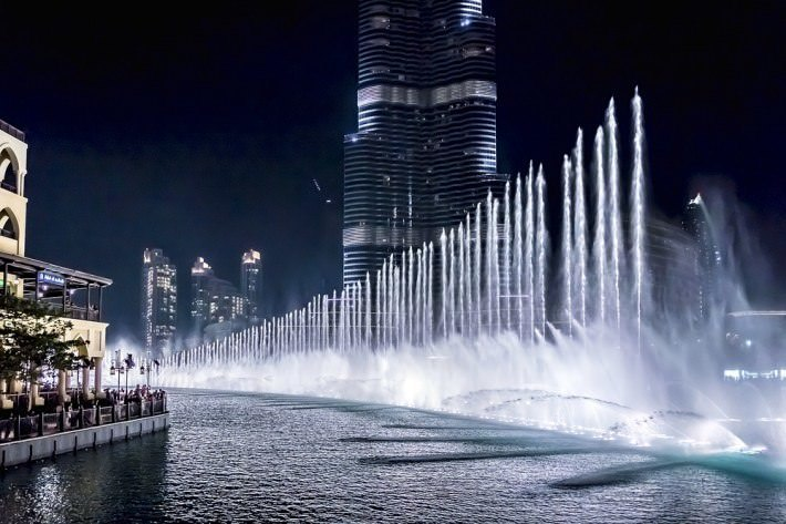 [Image: Dubai-Fountain-6600-lights-and-25-projec...he-air.jpg]