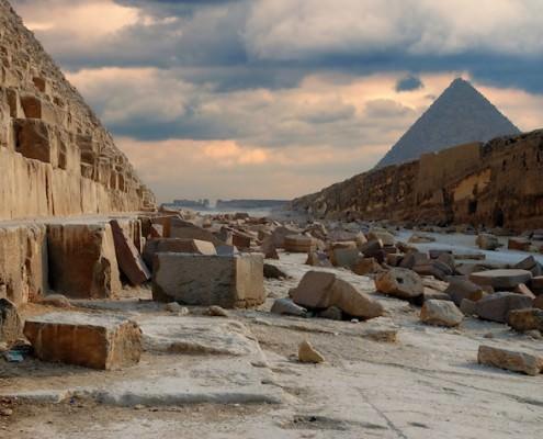Tour the Great Egyptian Pyramids of Giza