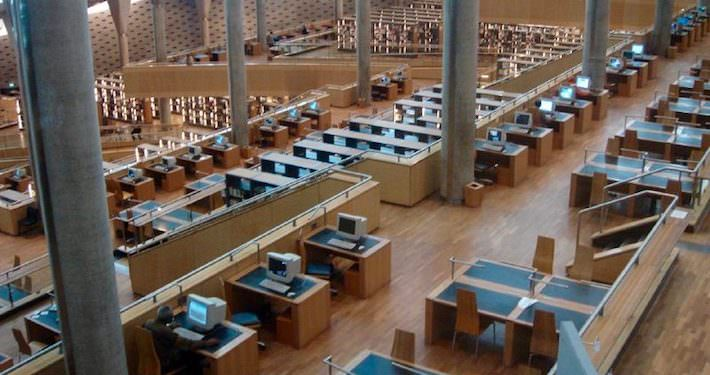 Main reading hall in the new Alexandria library - Photo by David Lisbona