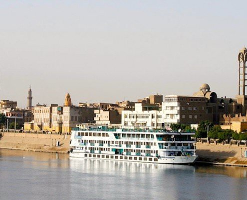 Nile cruiser, Esna