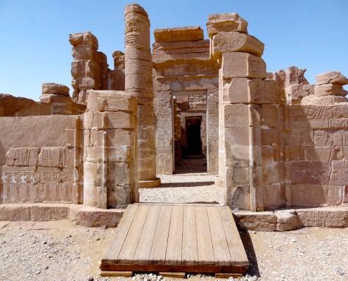 Deir El Hagar Temple, Sahara