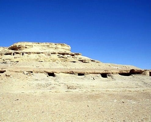 Tomb hill of Qarat el-Muzawwaqa - Photo by Roland Unger