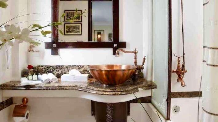 Amirat Dahabiya Nile Cruise Bathroom