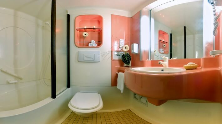 Movenpick MS Prince Abbas - Suite Bathroom
