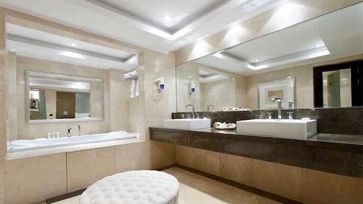 MS Steigenberger Omar El Khayam Nile Cruise - Bathroom