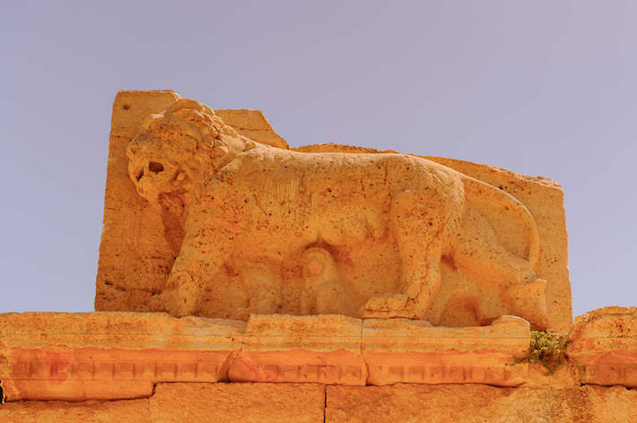 Lion sculpture, ruins of Qasr al Abd