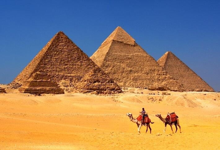 Las Grandes Pirámides